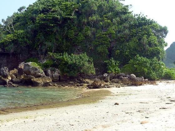 4858030-The_cave_rock_at_Goa_Cina_beach-Malang